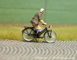 Fahrrad mit Bäuerin + LED-Beleuchtung  Licht vorne hinter