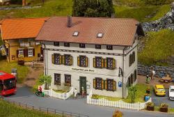 H0   Gasthaus Zum Ross  ###      200x121x155mm [UVP   62.99]