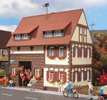 H0-WOHNHAUS, Fachwerkhaus  123x80x120mm   [[UVP  25.95]]