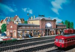 H0 Bahnhof Mittelstadt   446x160x130mm         [UVP   94.99]