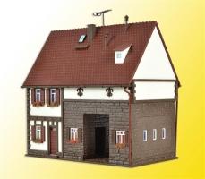 H0 Wohnhaus, Fachwerkhaus V3653     123x80x120mm[UVP  30.05]